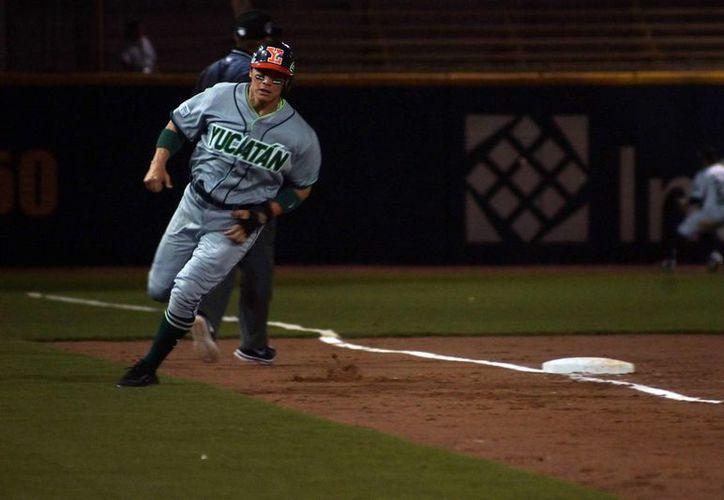 Con su victoria de este viernes sobre Pericos, Leones de Yucatán alcanza a Veracruz en la cima de la zona sure de la Liga Mexicana de Beisbol. (Milenio Novedades)