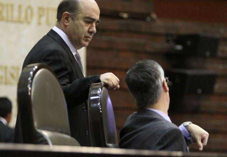 Murillo Karam será el encargado de entregar la Banda Presidencial a Peña Nieto el 1 de diciembre. (Notimex)