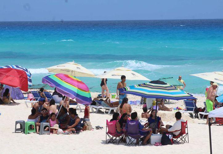 Las playas de este destino turístico atraen a vacacionistas de diferentes partes del mundo. (Israel Leal/SIPSE)