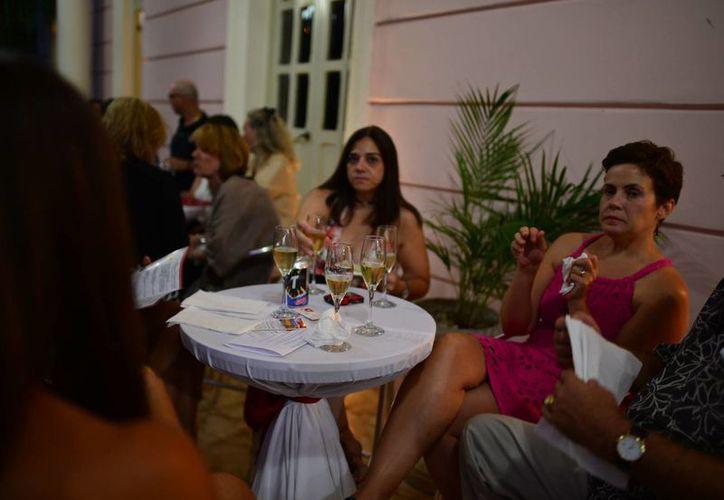 Invitados participaron en una cena para recaudar fondos. (Luis Pérez/SIPSE)