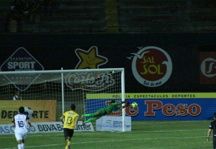 Gran lance de Ferriño, portero de Venados que no puedo evitar la derrota. (Fotos: José Acosta/SIPSE)