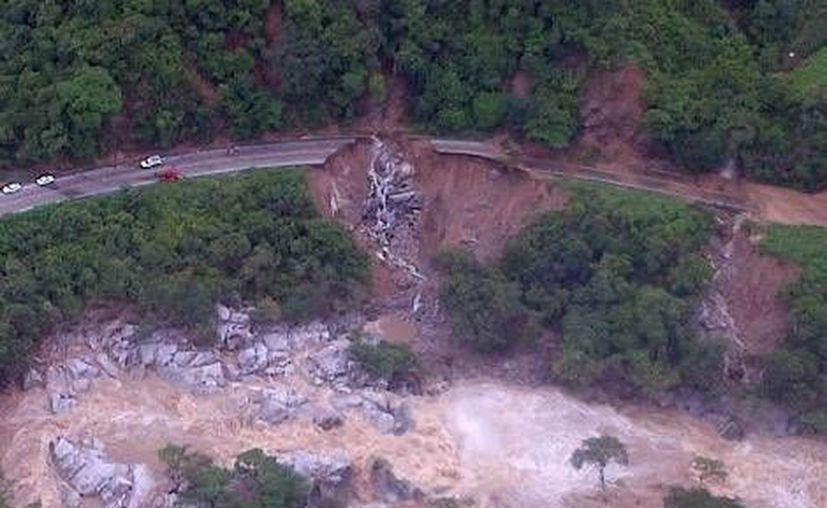 Las afectaciones en la Autopista del Sol se deben al paso de 'Manuel' sobre la costa guerrerense. (SCT)