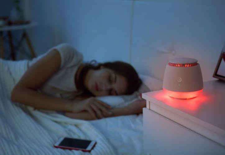 Las mujeres que duermen con luz en la habitación tienen un 17 por ciento más de probabilidades de ganar 5 kilos de peso. (Archivo/Sipse)