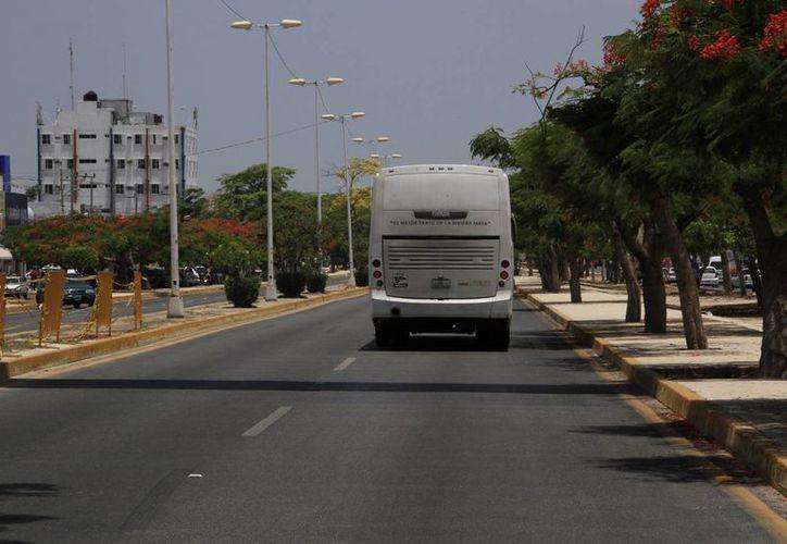 El objetivo de este proyecto es que los carriles centrales sean utilizados para el abordaje y descenso de pasajeros. (Tomás Álvarez/SIPSE)