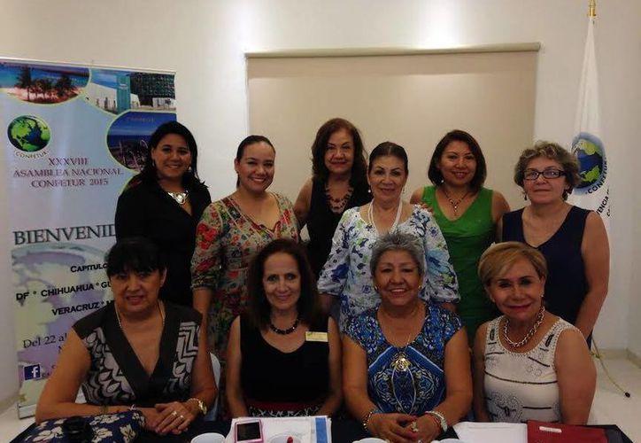Integrantes de Convivencia Femenina Turística AC, que preside Ana Patricia Alcocer Alí. (Milenio Novedades)
