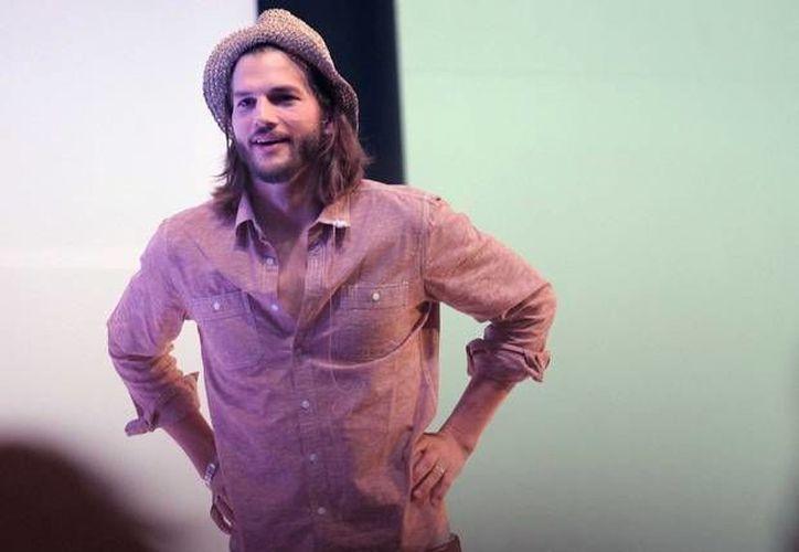 Ashton Kutcher hizo mancuerna con Danny Masterson en 'That 70's Show'. (www.quien.com/Archivo)