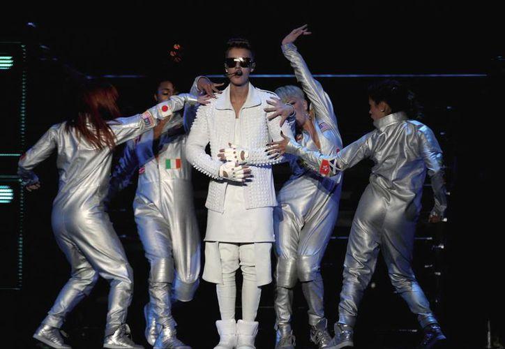 Justin tuiteó sobre la supuesta reunión con Peña Nieto antes de iniciar su primer concierto en el Foro Sol. (Notimex)