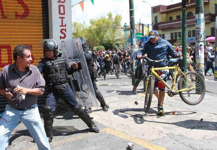 El enfrentamiento entre ganadero y encapuchados complica los planes de la CNTE. (Notimex)