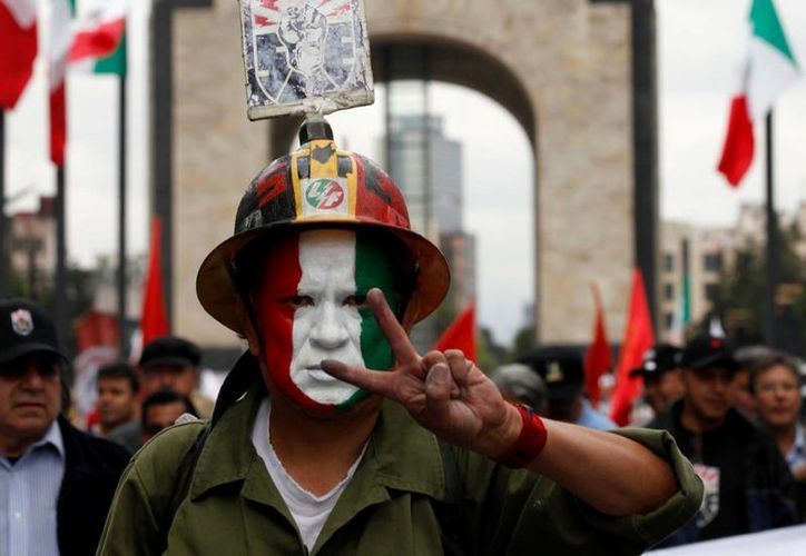 El conflicto del Sindicato Mexicano de Electricistas estalló en 2009, cuando el entonces presidente Felipe Calderón decretó la desaparición de Luz y Fuerza del Centro. (Archivo/SIPSE)