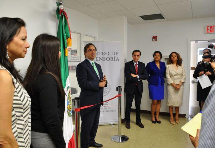 El Consulado de México en Miami abrió hoy un Centro de Defensoría para brindar asistencia legal a los migrantes mexicanos en Estados Unidos. (Notimex)