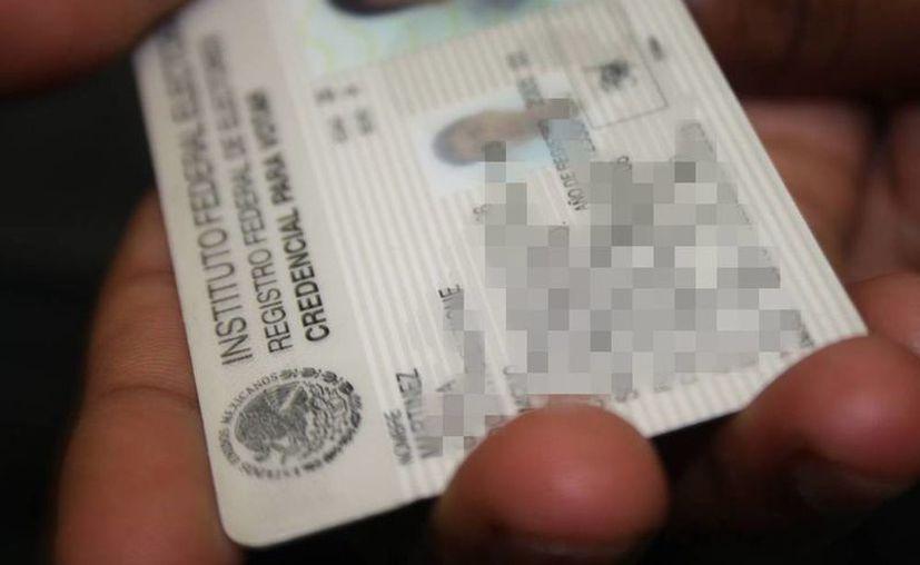 Para los jóvenes que llegan a la mayoría de edad y tramitarán por primera vez la credencial de elector, sí tendrán que presentar los documentos en original. (Archivo/SIPSE)
