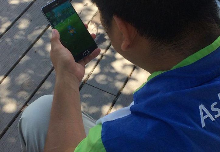 Jugadores de Pokémon Go acudieron a Dolphin Discovery de Isla Mujeres a cazar pokémones. (Stephani Blanco/SIPSE)