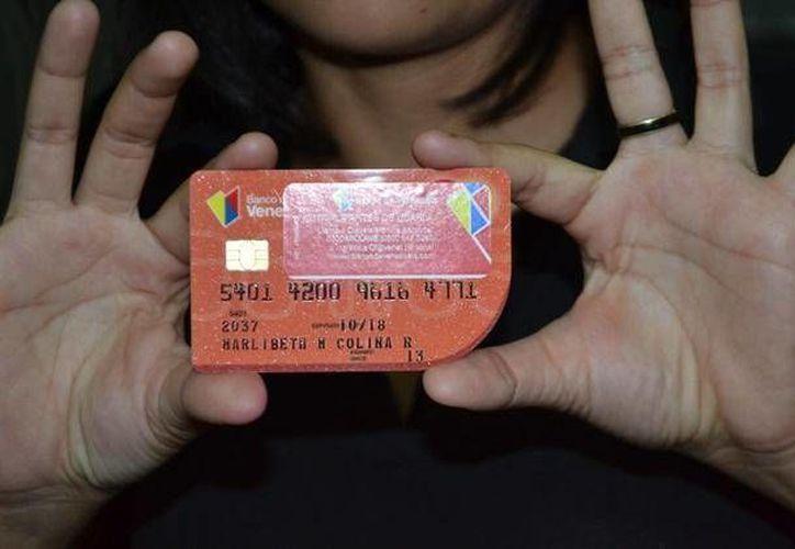 Analistas creen que el aumento en el uso de las tarjetas de crédito obedece a la regulación que el gobierno de Venezuela ejerce sobre ellas. (notilogia.com)