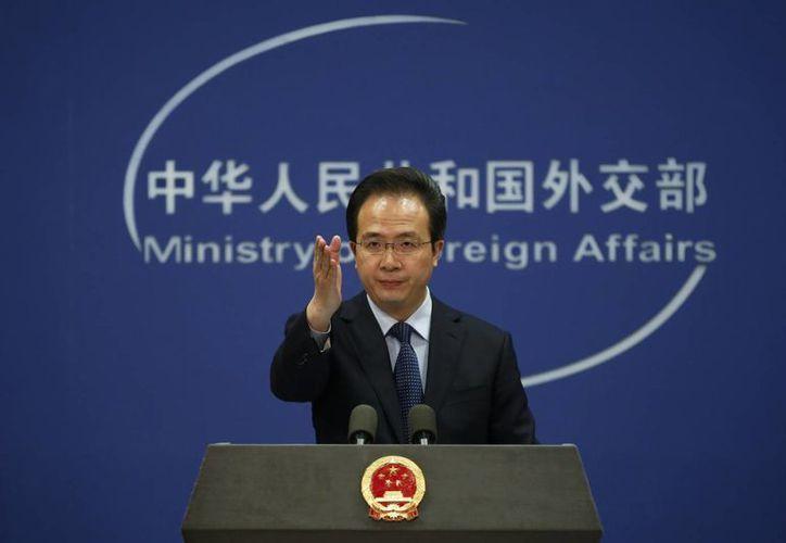El vocero de la cancillería china, Hong Lei, durante una conferencia de prensa, en la que habló sobre el escándalo del Panama Papers. (Agencias)