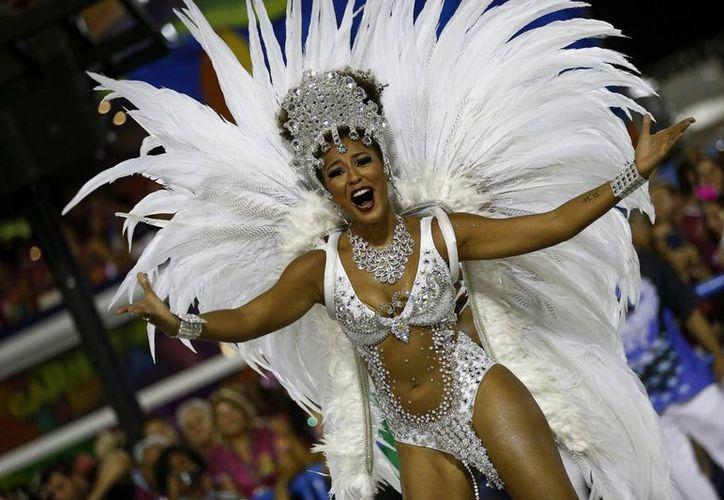 En otras ciudades brasileñas, como Sao Paulo y Salvador, también se despidió al carnaval con un último desfile. (Archivo/EFE)