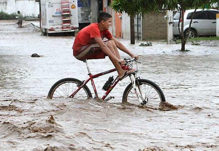 Protección Civil mantiene desde el lunes pasado una advertencia a nivel nacional debido a las precipitaciones de moderadas a fuertes. (Archivo/AP)
