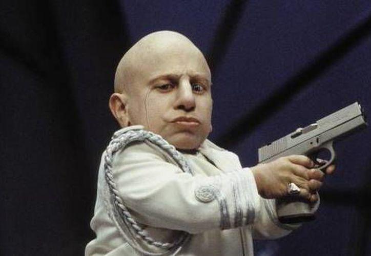 El actor Verne Troyer ganó fama por su papel de Mini Me en las películas de Austin Powers. (comicbook.com)