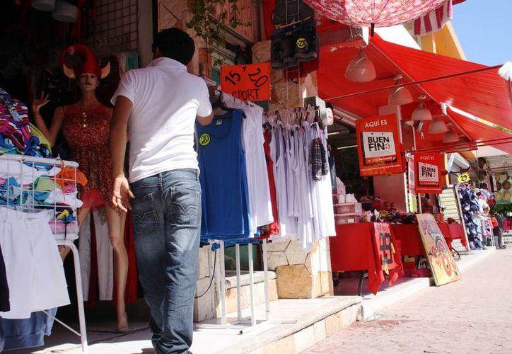 """Los negocios amanecieron ayer con carteles que anuncian su adhesión al """"Buen Fin"""".  (Octavio Martínez/SIPSE)"""