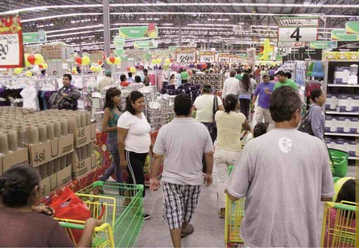 El Inegi precisa que la baja de 4.0 por ciento fue producto de los descensos en tiendas de autoservicio y departamentales. (periodismoobjetivo.com)