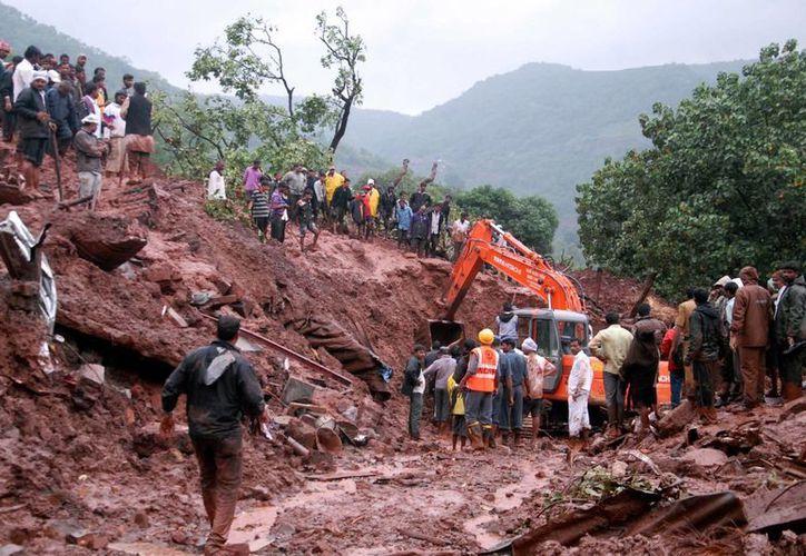 Dos días de lluvias torrenciales desencadenaron el mortal alud en la villa de Malin, India. (Foto: AP)