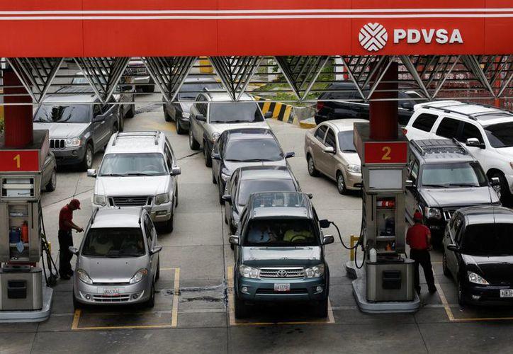 Atribuyen la falta de suministro suministro a los problemas económicos de la estatal Petróleos de Venezuela. (Foto: El País)