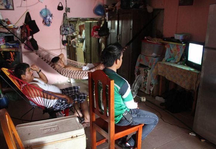 Los programas nacionales mantendrán el horario del centro del país. (Sergio Orozco/SIPSE)