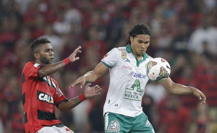 'Gullit' Peña le dio la puntilla al Flamengo, al recibir de manera fortuita un balón que convirtió en gol. (Foto: AP)