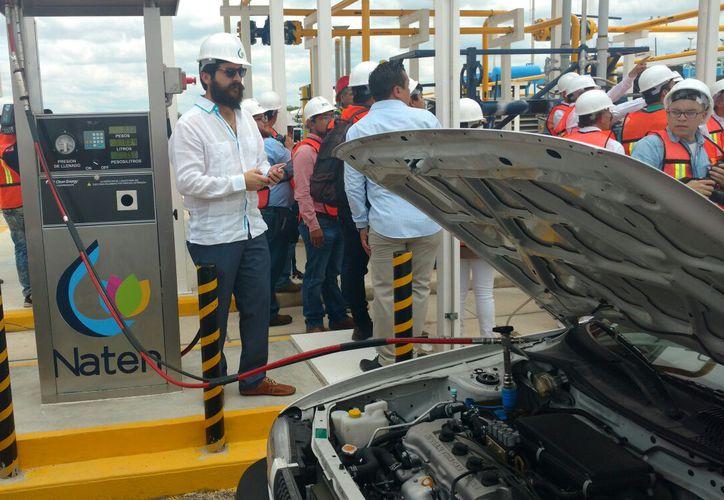 Vehículos podrán abastecerse de gas natural: abrió una nueva planta del combustible, en Umán, Yucatán, la que también distribuirá el el gas a la industria, comercio y hoteles. (Fotos: Candelario Robles/SIPSE)