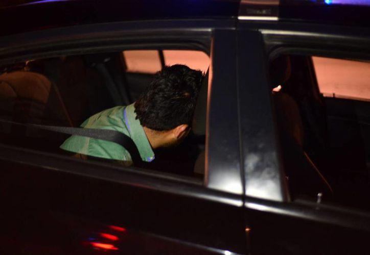 Uno de los detenidos por la compra fraudulenta de automóviles con cheques sin fondo. (SIPSE)