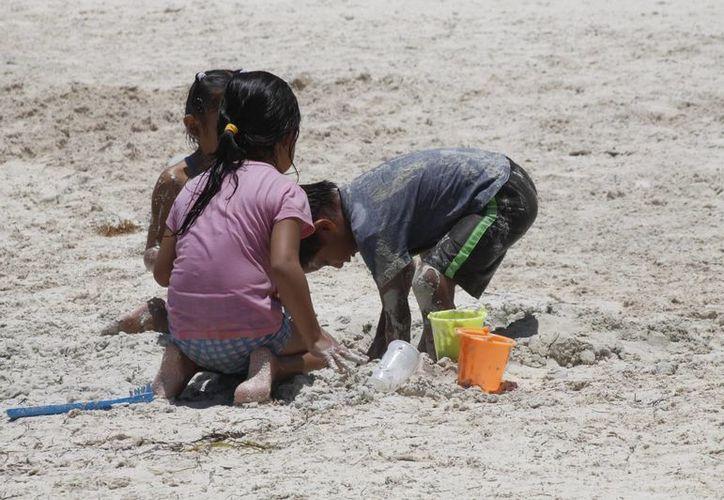 Los padres enseñarán a sus hijos a comer mejor. (Israel Leal/SIPSE)