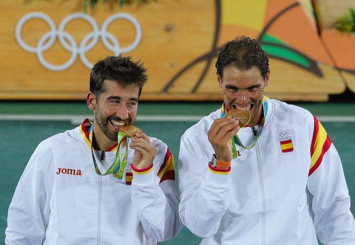 Nadal y López se llevaron el oro en tenis de dobles. (AP/Vadim Ghirda)