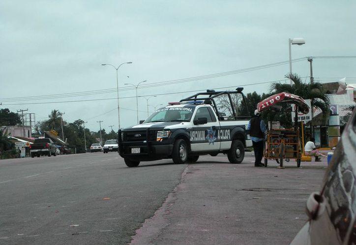 Los policías municipales ubicaron al sujeto por medio de cámaras de vigilancia. (Javier Ortiz/SIPSE)