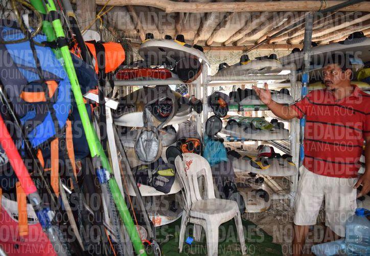 Narciso de la O, ya no es más entrenador estatal de tabla vela en Cozumel. (Gustavo Villegas/SIPSE)