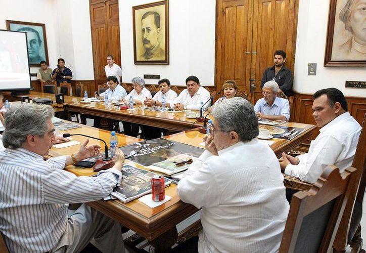 Anteayer, el Gobernador se reunió con autoridades estatales y federales para coordinarse y trabajar en el Festival de la Cultura Maya. (Cortesía)