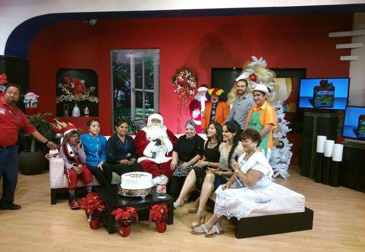 Conductores e invitados al programa matutino Aquí en el 2 durante su última transmisión el 24 de diciembre. (Milenio Novedades)