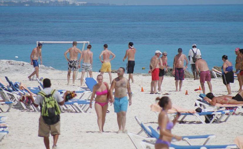 Playa delfines, la más recomendada por los viajeros. (Jesús Tijerina/SIPSE)