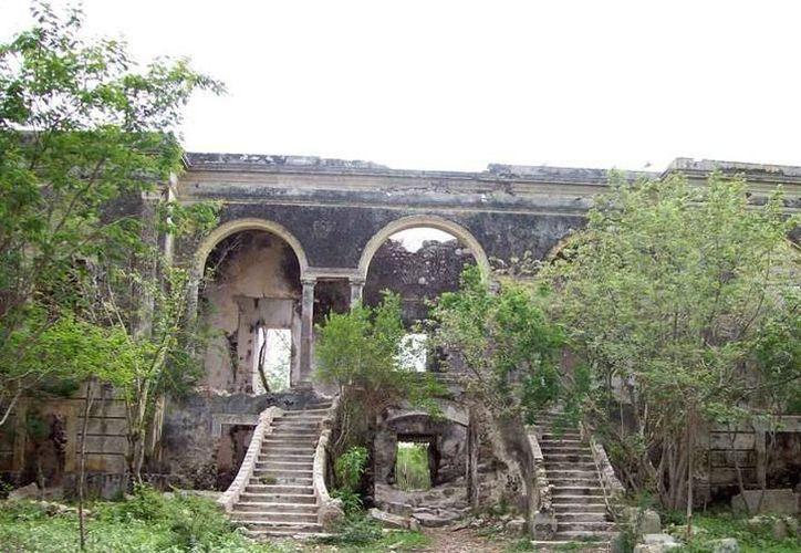 Esta es la hacienda a la que Carmen se dirigía cuando tuvo el paranormal encuentro.  A ese lugar ahora se le conoce como la hacienda embrujada de Cholul. (Jorge Moreno/ SIPSE)