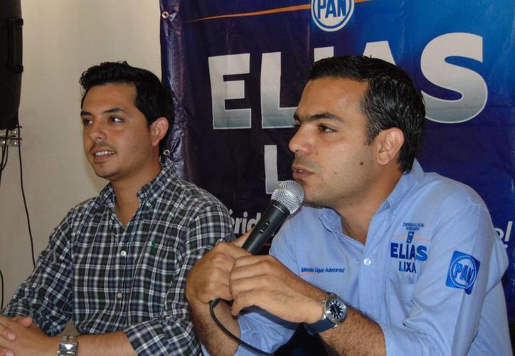 Elías Lixa con Gonzalo Navarrete Castilla, presidente del Consejo Nacional de Estudiantes Capítulo Yucatán. (SIPSE)