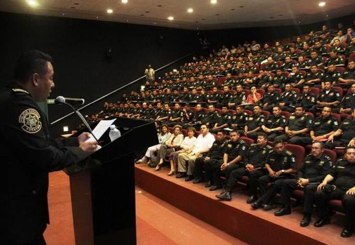 Un total de 30 policías de la SSP se graduaron de la carrera de Técnico en Administración de Recursos Humanos en el Centro de Bachillerato Tecnológico Industrial y de Servicios (Cbtis) número 95. (Foto de contexto de SIPSE)