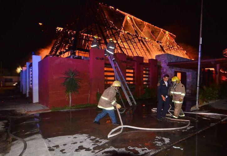 Señalan que cada año las empresas se ven expuestas a diversos fenómenos, entre ellos incendios y huracanes. (Milenio Novedades)