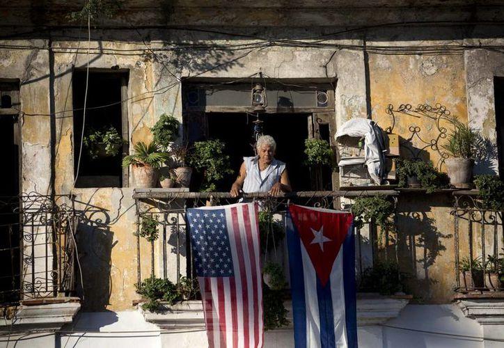 Después del sorpresivo anuncio de la restauración de las relaciones diplomáticas entre Cuba y EU, muchos cubanos expresaron la esperanza de que significará un mayor acceso a puestos de trabajo. (Agencias)