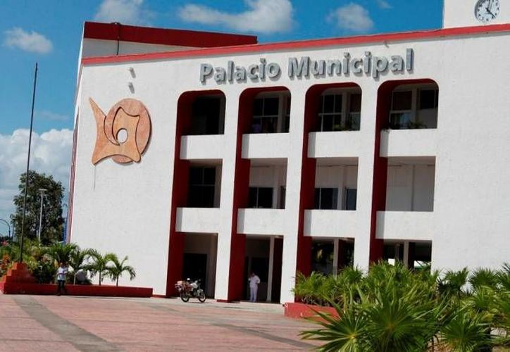 El oficial mayor, Martín Muñoz Tun, desmintió que existan problemas al interior del Ayuntamiento. (Archivo/SIPSE)
