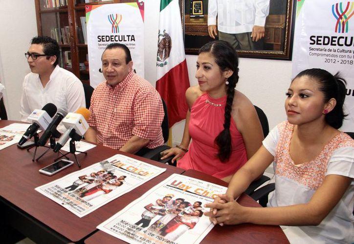 Autoridades de cultura e integrantes de Mayab Mool anunciaron función de 'Uay chichí, una terrorífica comedia de Hanal Pixán'. (Milenio Novedades)