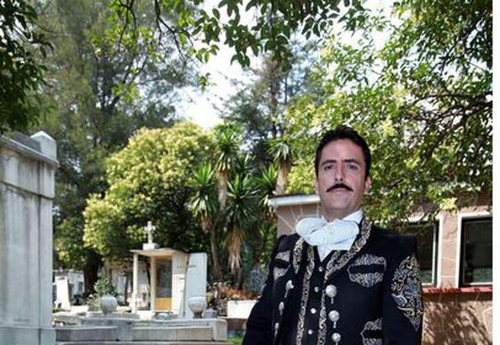 Rafael Negrete, nieto de Jorge Negrete, encabezó el homenaje. (Agencia Reforma)