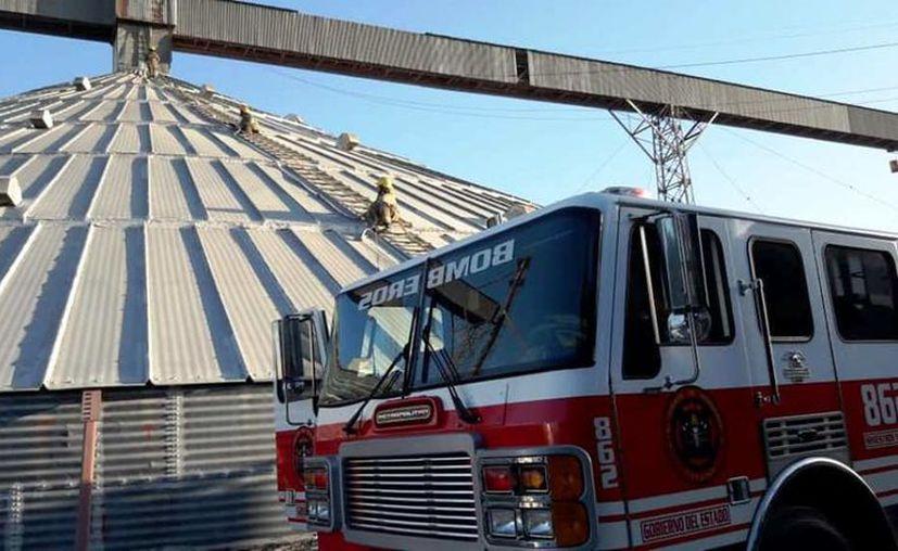 El Cuerpo de Bomberos actuó de manera oportuna para apagar el incendio. (Foto: Redes Sociales)
