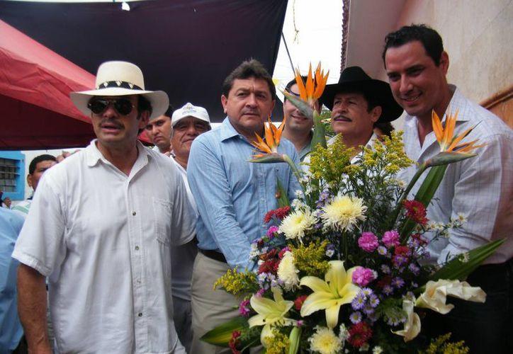 """De i a d: """"Toño"""" Infante, el regidor Felipe Duarte, """"El Torito"""" Infante, y el funcionario Raúl Paz."""