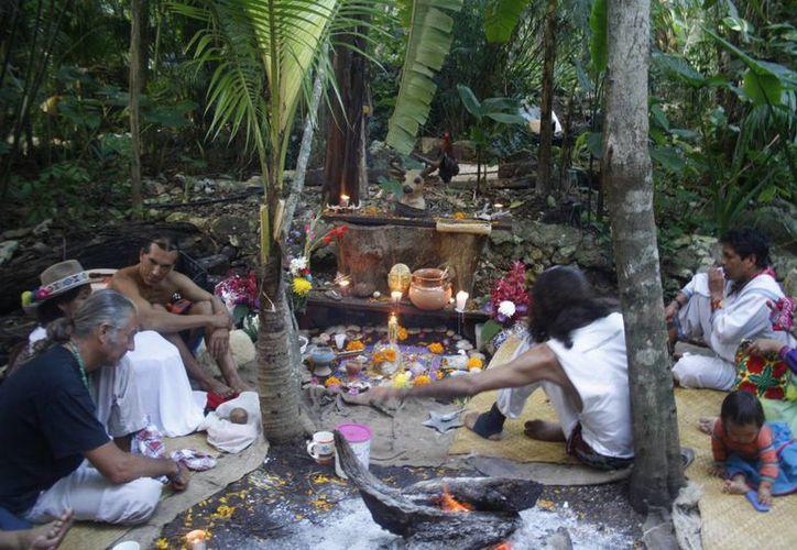 El objetivo es promover cómo se celebra el Día de los Muertos en los pueblos mayas y en Michoacán. (Redacción/SIPSE)