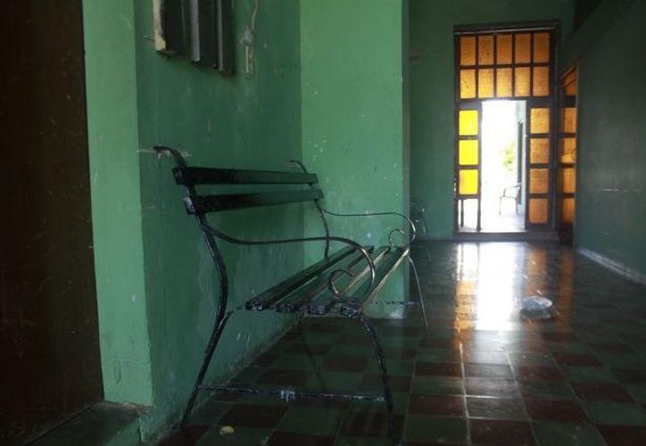 La banca donde, según la leyenda, fue colocado el cuerpo del torero Rosendo Alvarez. (Christian Ayala/SIPSE)