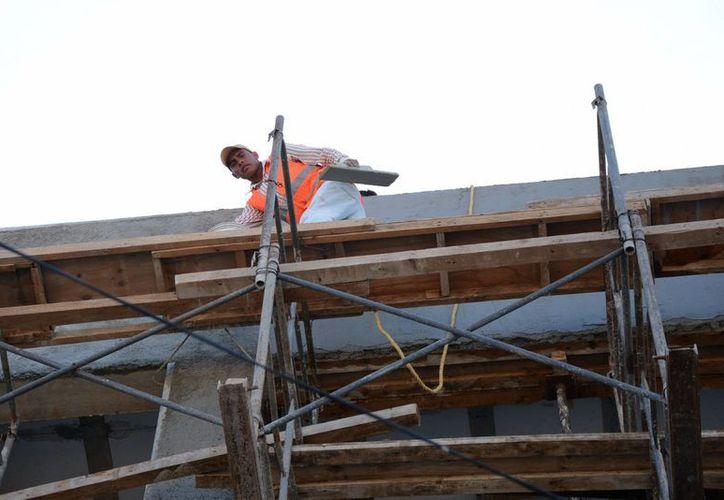 El sector de la construcción planeará como afrontar la situación para superar las cifras bajas. (Victoria González/SIPSE)