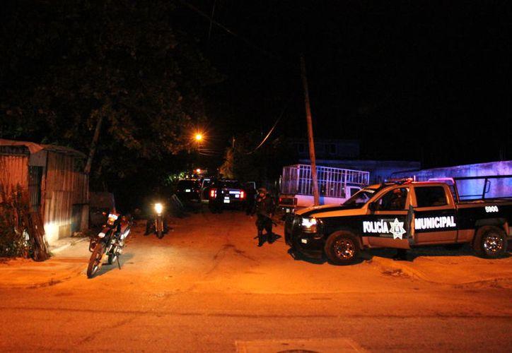 La policía registró la zona en busca de los presuntos agresores, sin embargo no se consiguió su ubicación y el atentado quedó sin esclarecerse. (Foto: SIPSE)